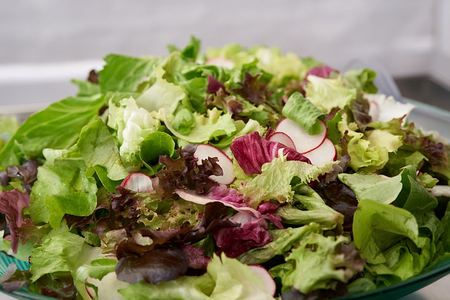 Seeking technologies extending the shelf-life of fresh-cut chilled salads
